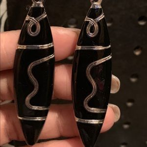 Black gold gold fish shaped earrings